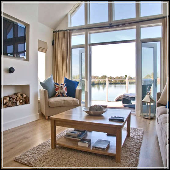 Home decoration ideas for seaside and lakeside houses for Beach house ideas uk