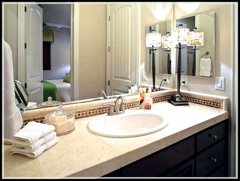 Bathroom decorating ideas for small average and large for Normal bathroom designs