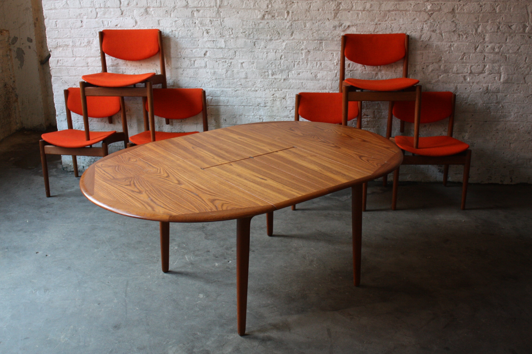 extendable oval dining table and chairs